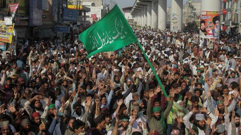 Several Pakistani police killed by gunfire at rally of banned group