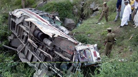 Bus accident in India kills at least 17 people