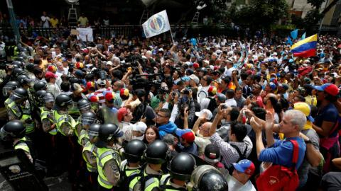 Venezuelan govt, opposition hold talks to end crisis