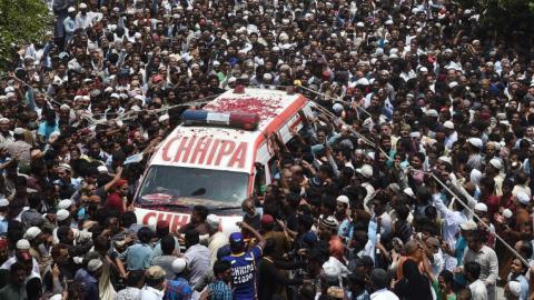 Thousands mourn death of popular Pakistani Sufi singer
