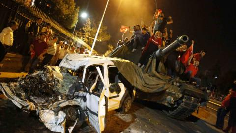 Witnesses: Civilians stood up to army tanks in Turkey