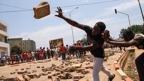 Talks start in Togo to resolve standoff