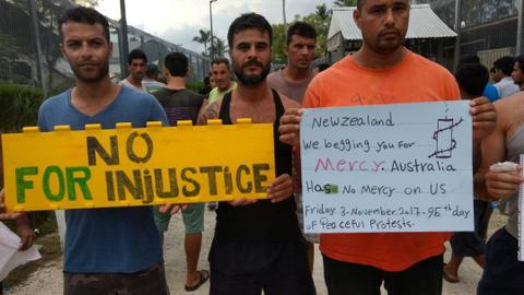 Australians protest against unfolding emergency at Manus Island camp