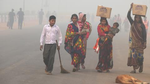 Delhi restricts vehicles to combat toxic pollution
