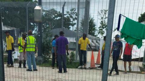 PNG says it will remove refugees from Manus Island camp