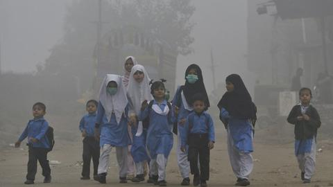 Research institute pins more deaths in Pakistan on smog than militancy