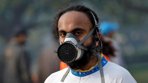 New Delhi half-marathon runs on despite smog