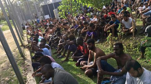PNG police remove last refugees from Manus Island camp