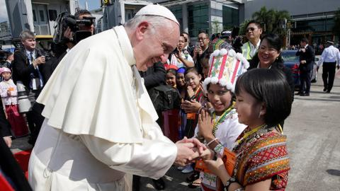 Pope meets Myanmar's military chief amid Rohingya crisis