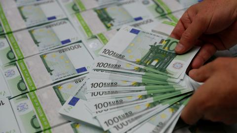 Strong euro weighs on European stocks