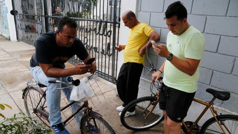 Cuba authorises sending text messages to US phones