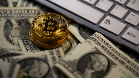 Bitcoin rises in debut as SEC warns about digital money