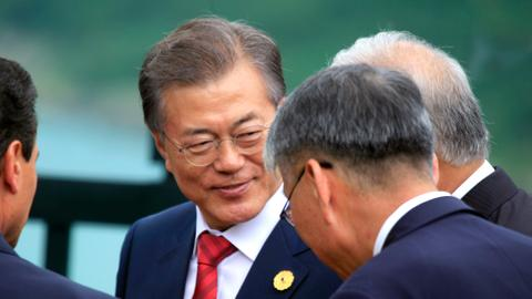 South Korean leader meets with Chinese counterpart on fence-mending trip