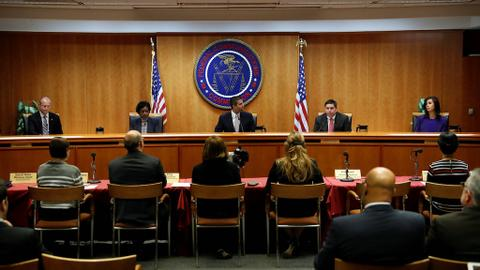 US regulator votes to end net neutrality