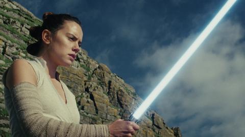 'The Last Jedi' cruises toward $200M domestic debut