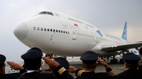 Boeing 747 prepares for final US take-off