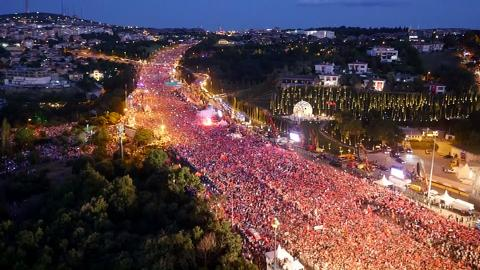 A night of defiance - the attempted coup in Turkey on July 15, 2016