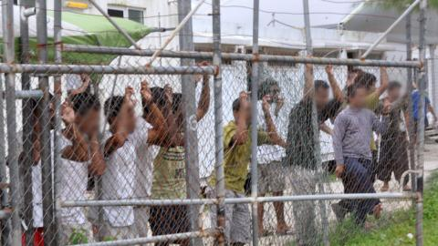 Australia confirms closure of Manus Island detention center