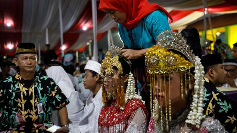 Indonesian couples exchange vows at New Year mass wedding