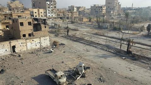 Air strikes kill 12 civilians in Syria's Deir Ezzor