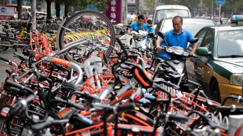 China's bike-sharing frenzy brings chaos to streets