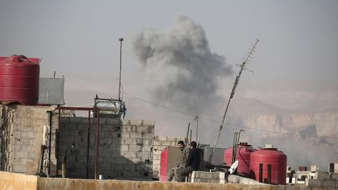 Syrian regime air strikes target Idlib and Damascus