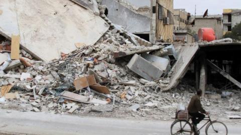 Syrian rebels evacuate Daraya as aid convoys reach civilians