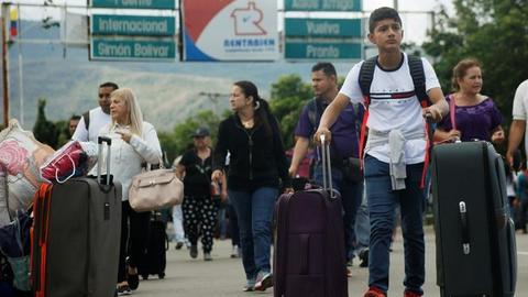 More Venezuelans flee to Colombia as economic situation worsens