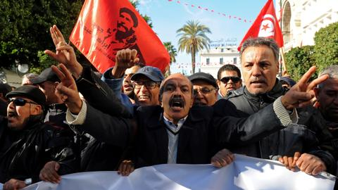 Jobseeking protesters clash with police in Tunisia