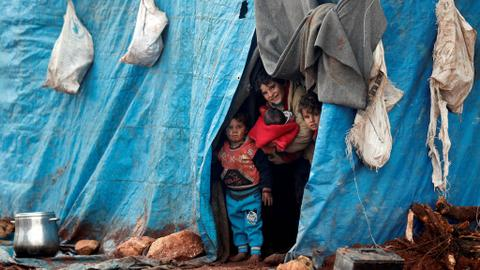 Thousands of Syrians head to refugee camps as fighting intensifies
