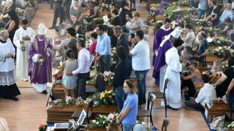 Italy grieves as national funeral held for quake victims