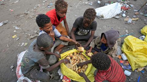 Yemenis face growing challenges amid widespread famine