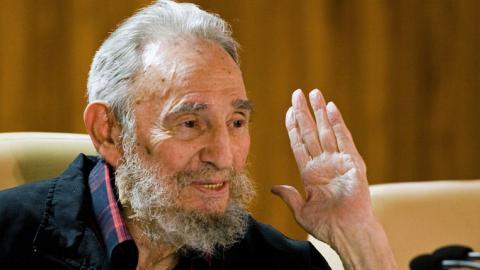 Fidel Castro visits school in rare public appearance