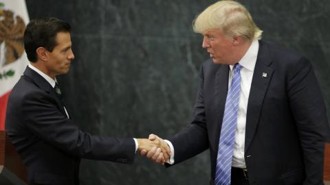 Mexico visit fails to woo Latinos to Trump camp