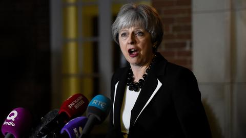 UK, Irish leaders seek to break Northern Ireland stalemate