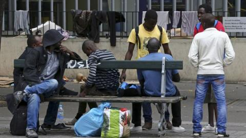 Paris to open two refugee camps in mid-October