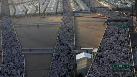 Hajj pilgrims perform 'stoning of the devil' ritual in Mina