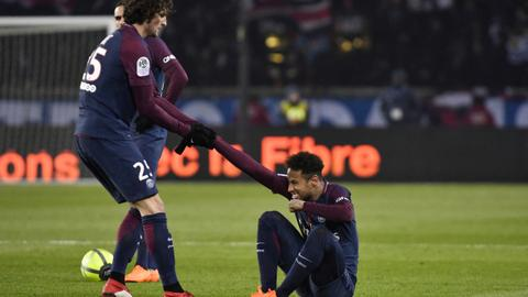 Neymar's golden foot goes under the knife