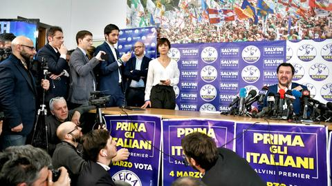 Populist parties surge in Italy vote, mainstream suffers