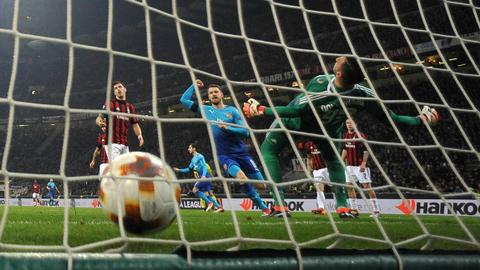 Arsenal win at Milan after 'nightmare' week, Dortmund dumped