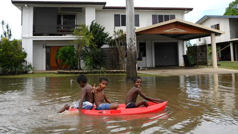 Crocodiles latest danger for Australian flood towns