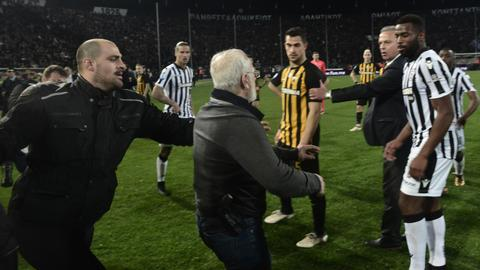 Greek game abandoned after PAOK president enters pitch with gun