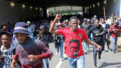 Violent clashes in South Africa over student fees