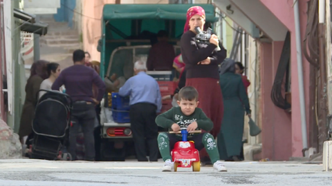 Syrian refugees passing through Turkey decide to stay
