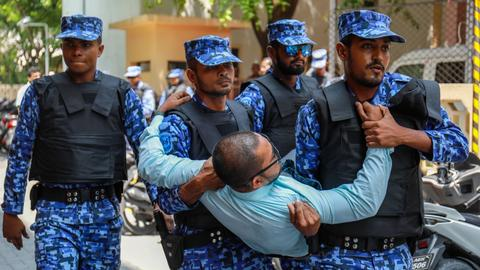 Maldives to lift state of emergency and charge ex-president with bribery
