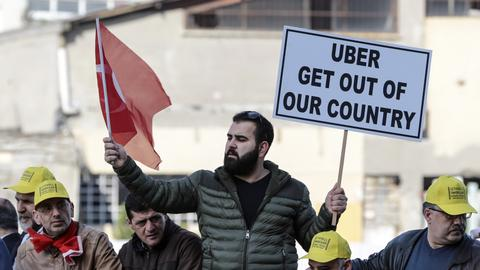 Uber holds its ground as Istanbul's yellow cabs charge