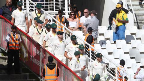 Australia jeered by South African crowd after ball-tampering