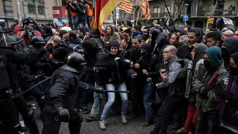 Clashes in Catalonia after Puigdemont arrested in Germany