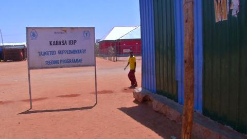 Aid agencies switch to cash-based cards in Somalia