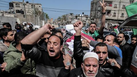 Palestinians bid tearful adieu to protesters killed by Israeli troops
